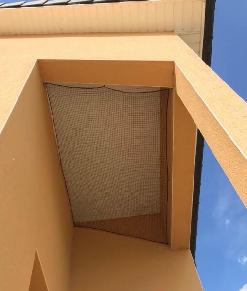 Installer un filet contre la nidification pour protéger sa maison