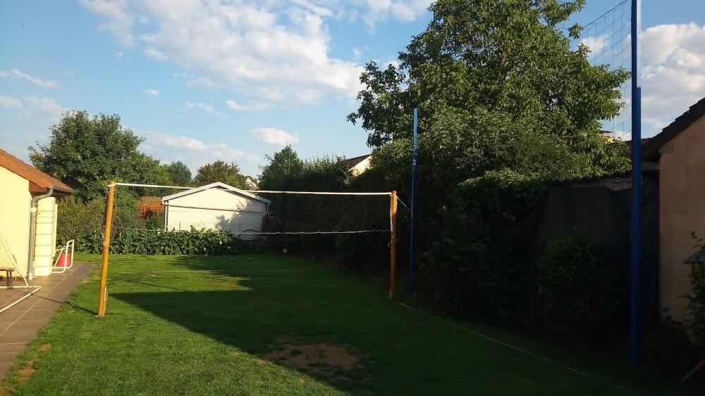 Filet pour protéger les voisins lorsque les enfants jouent au volley