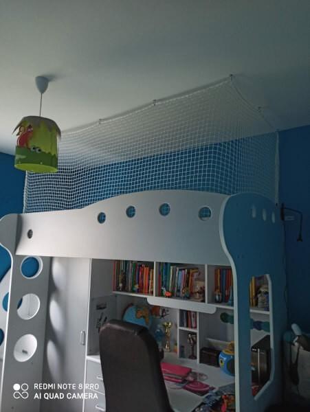 Filet de protection pour lit enfant suspendu sur-mesure