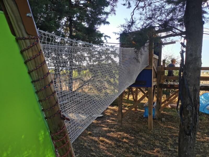 Pont de singe avec un filet de protection pour enfants