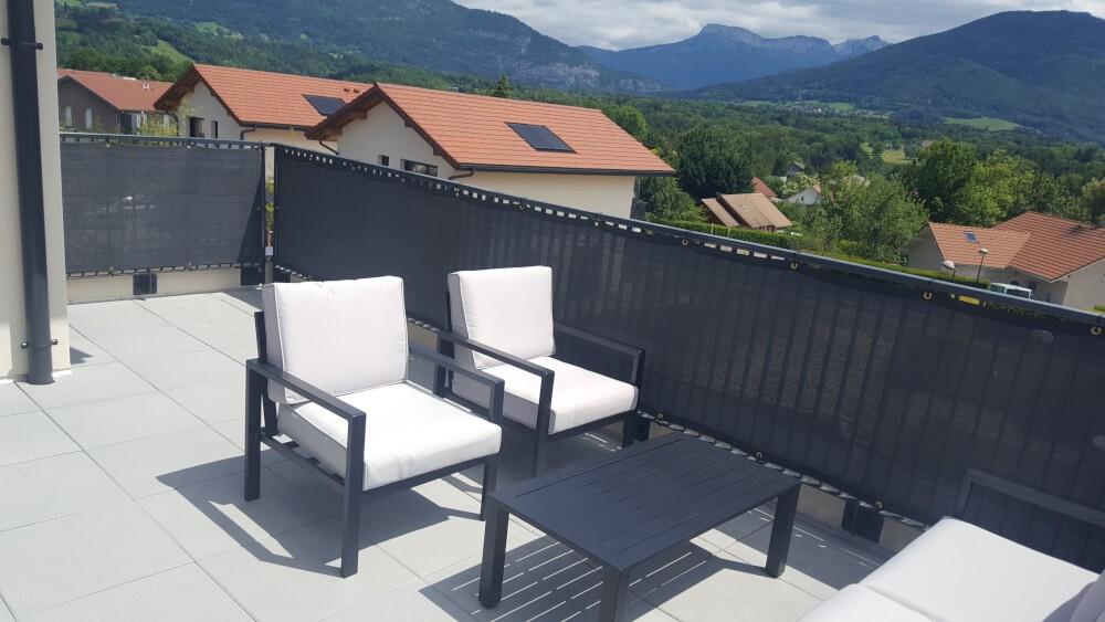 Filet brise-vue de couleur pour terrasse