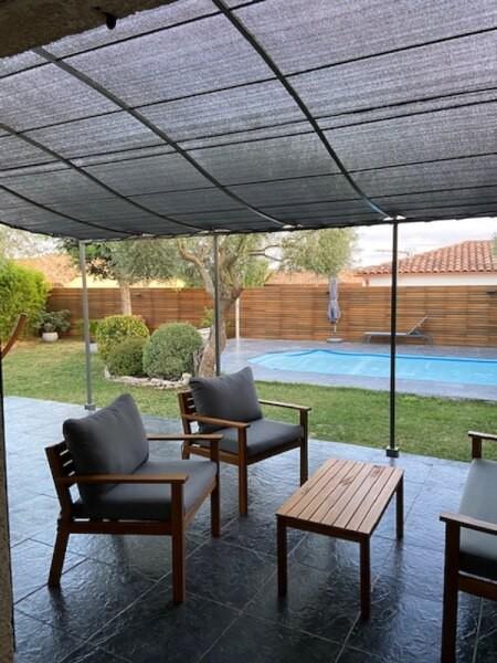 Filet ombrage couleur sur une terrasse