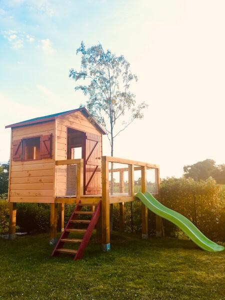 Sécuriser une cabane pour enfants avec un filet de protection spécifique