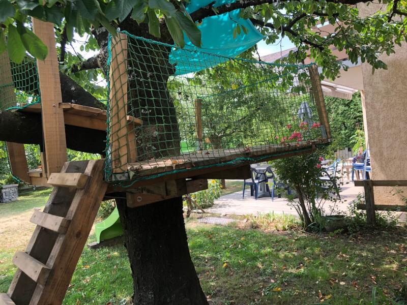 Filet pare ballon pour rambarde de cabane dans les arbres avec toboggan