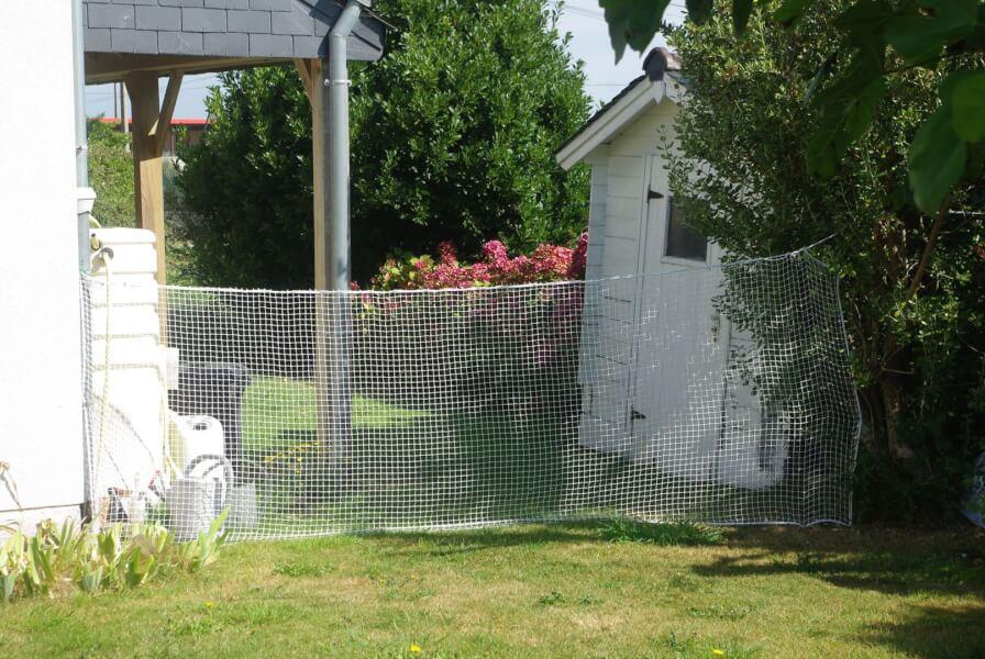 filet de protection blanc pour délimiter votre jardin