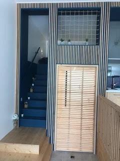 Filet de protection installé dans une mezzanine / zone couchage enfants