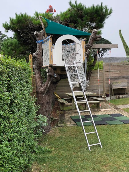 Installation jeux enfants jardin sécurisée par des filets de protections sur-mesure