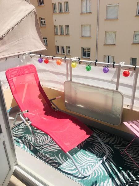Filet brise-vue blanc sur garde-corps balcon