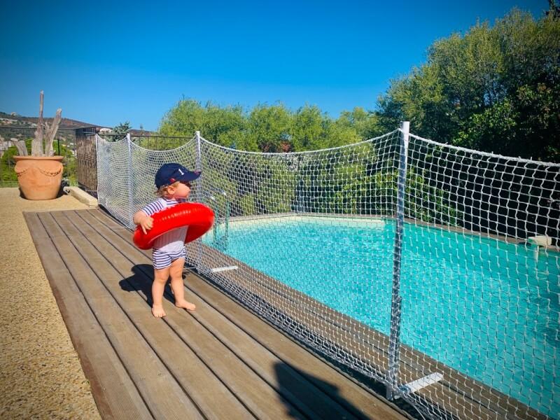 Filet anti-noyade pour sécuriser autour d'une piscine