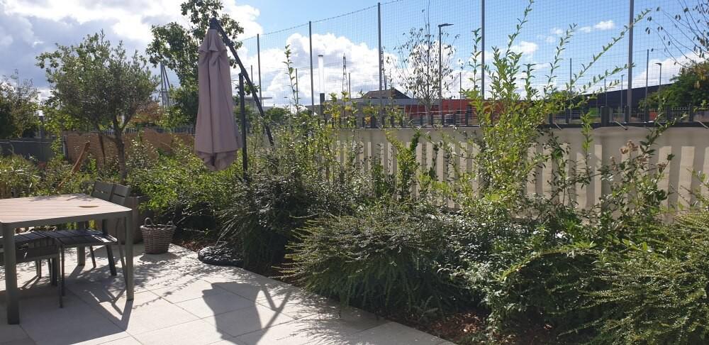 Protéger son jardin du voisinage avec un filet brise-vue de couleur