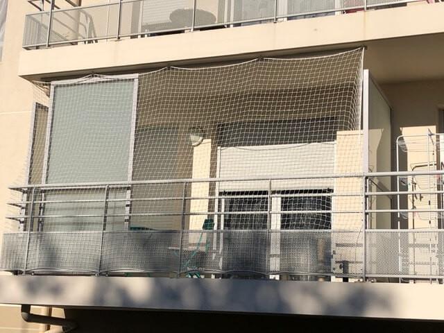 Filet de protection pour fermer un balcon