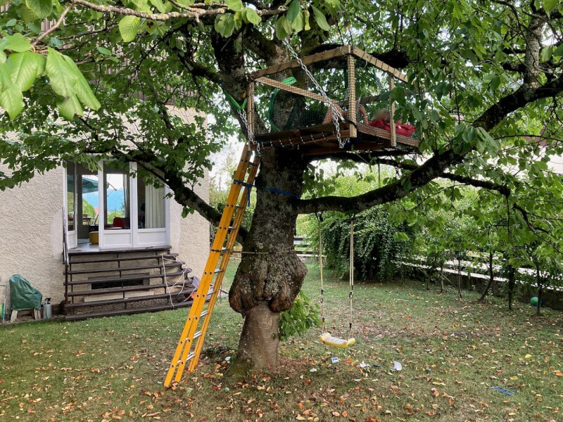 Filet de sécurité pour cabane enfant installée sur arbre
