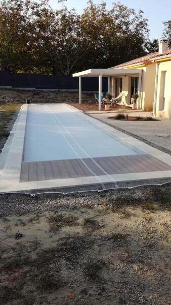 Filet de protection hiver installé sur piscine