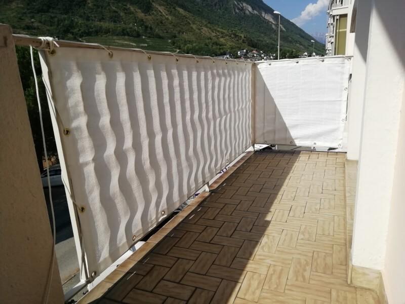 Filet brise-vue blanc pour balcon dexième étage