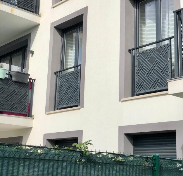 Brise-vue de couleur pour balcon