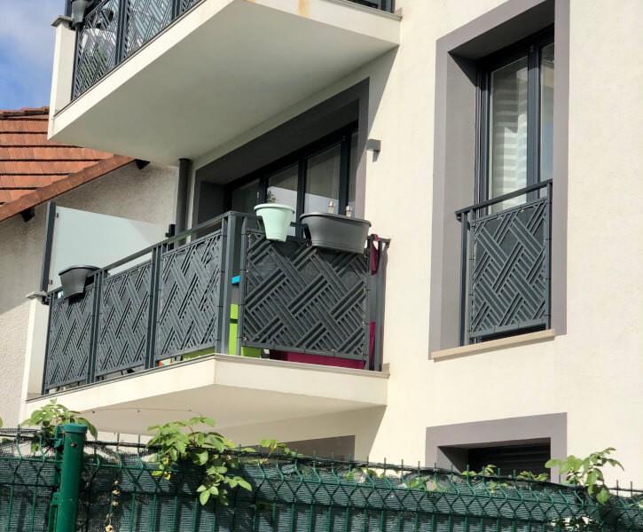 Toile brise-vue de couleur pour balcon
