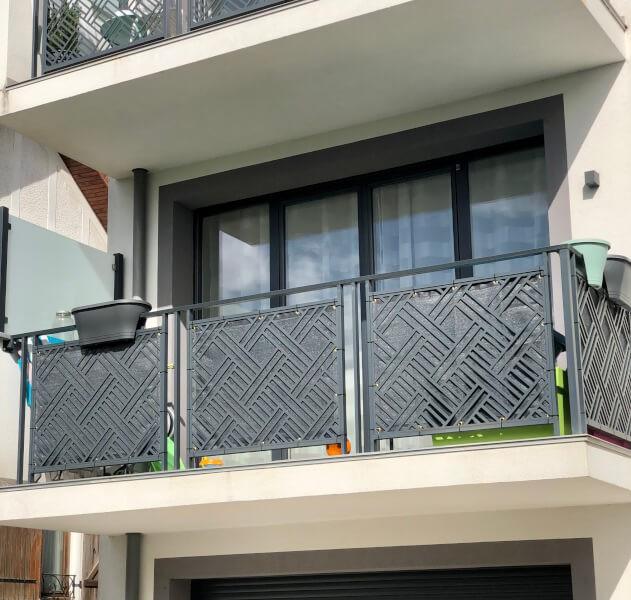 Filet brise-vue de couleur pour garde-corps balcon