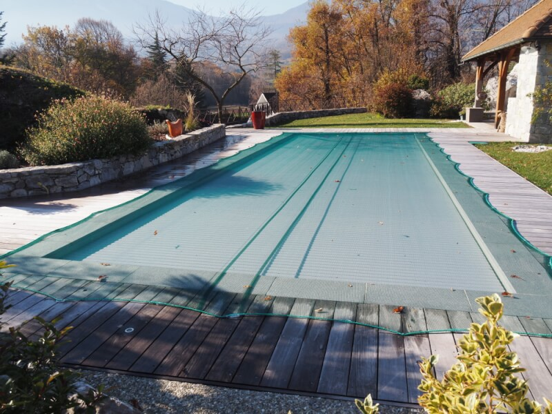 Filet anti-feuilles - Mailles 2 x 6 mm sur piscine