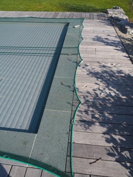 Filet anti-feuilles léger pour protéger une piscine