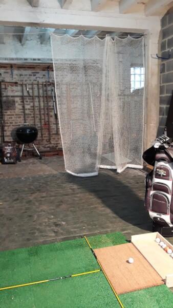 Filet de practice de Golf doublé pour tir à courte portée installé dans un garage