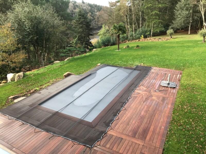 Filet anti-feuilles et salissures noir pour piscine à débordement