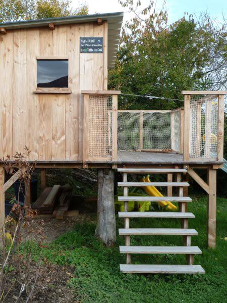 Filet de protection garde-corps pour cabane pour enfants sur pilotis avec tyrolienne et toboggan