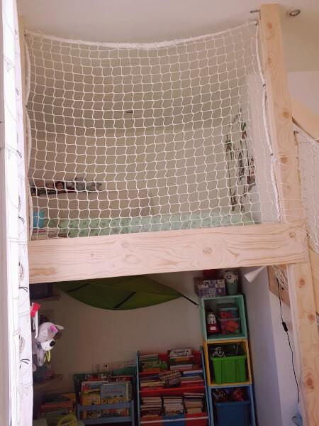 Filet de protection garde-corps pour sécuriser un lit suspendu