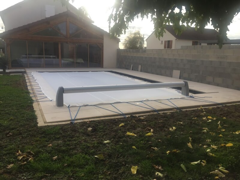 Filet de protection piscine contre les feuilles et branches mortes