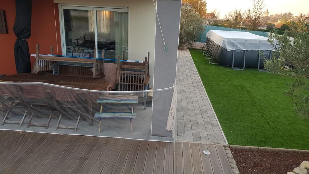 Protéger sa terrasse avec un filet anti-feuilles