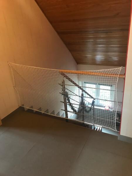 Sécuriser un étage avec un filet de protection enfants