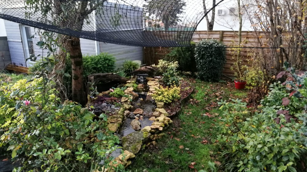 Le filet contre les chutes des feuilles pour une cascade de bassin