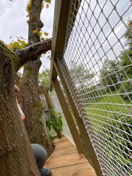 Filet protection garde-corps cabane dans les arbres