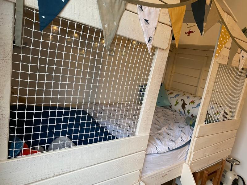 Filet de protection enfants pour un lit cabane