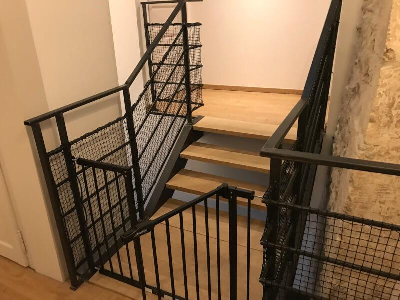 Sécuriser cage d'escalier avec un filet petite mailles