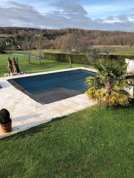 Filet anti-feuilles et salissures sur-mesure pour piscine