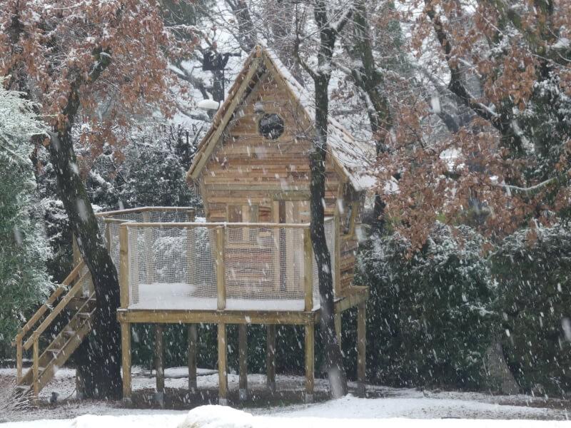 Filet de protection enfants cabane sous la neige
