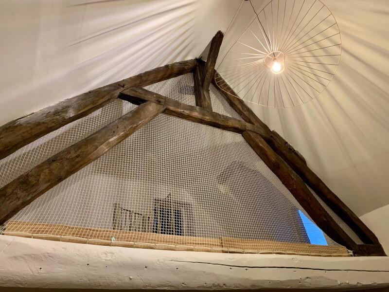 Filet de protection et fermeture décorative et originale d'une mezzanine