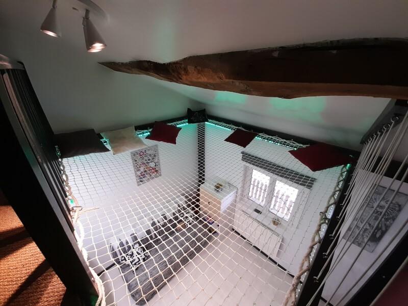 Installation d'un filet en prolongement de la mezzanine