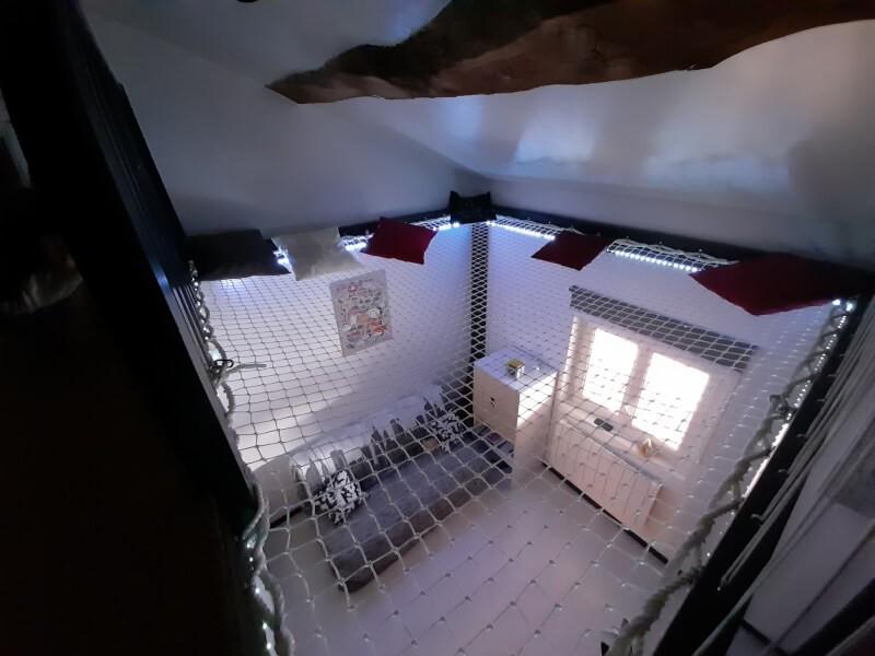 Installation d'un filet d'habitation en prolongement de la mezzanine