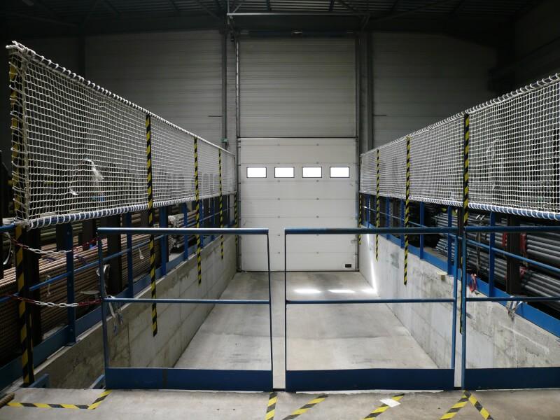 Filet de protection garde-corps pour sécuriser un quai de chargement