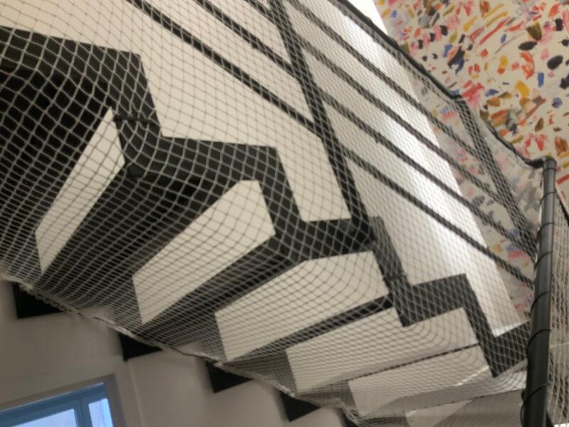 Filet de protection enfant pour un escalier qui n'a pas de contre-marche