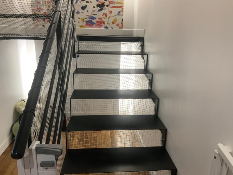 Protection enfant d'un escalier qui n'a pas de contre-marche