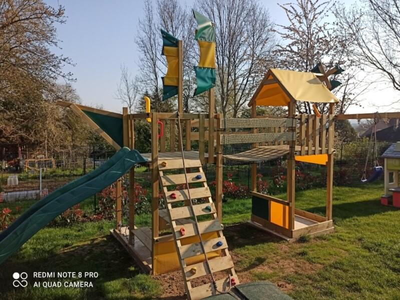 Filet de protection enfants pour sécuriser une cabane en bois