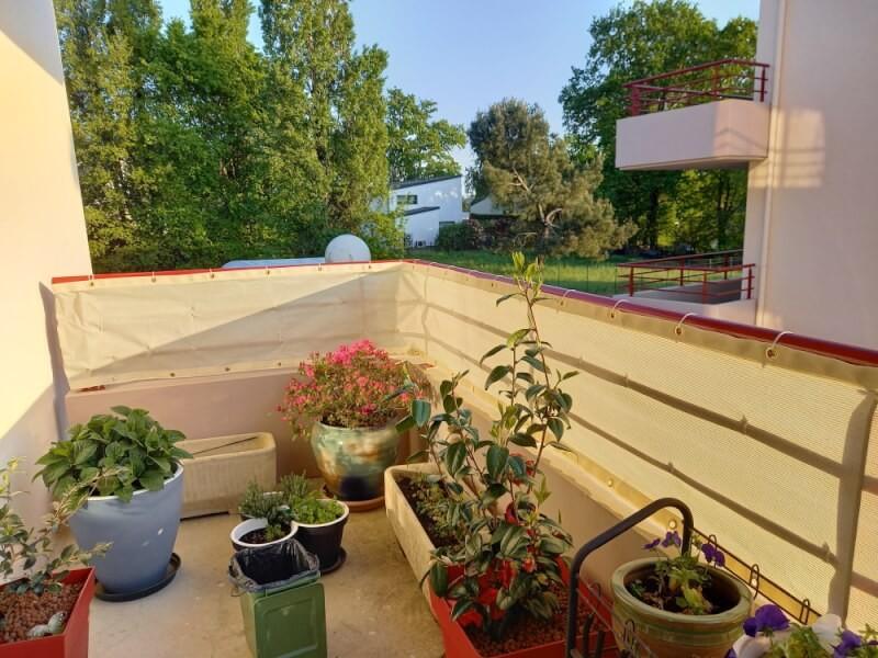 Filet brise-vue blanc très occultant installé sur balcon