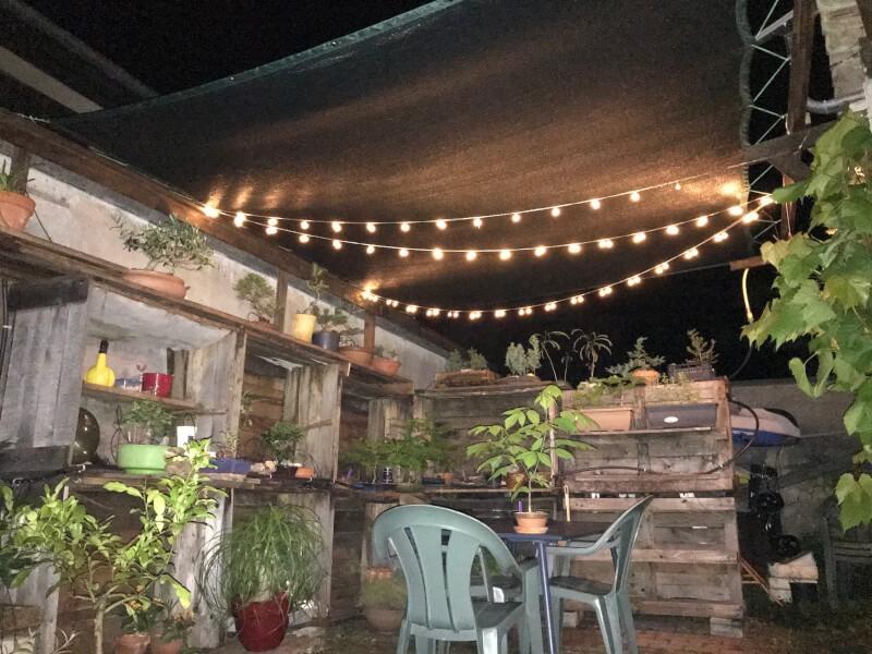 Toile d'ombrage sur terrasse ensoleillée