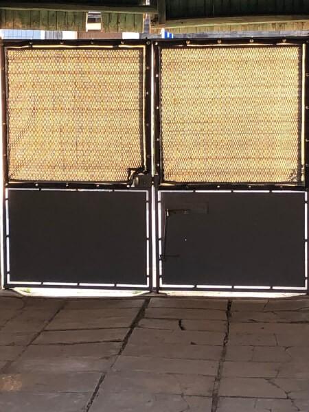 Filets brise vue ont été installés sur la partie haute de mon portail