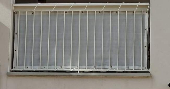Filet brise-vue blanc pour balcon appartement
