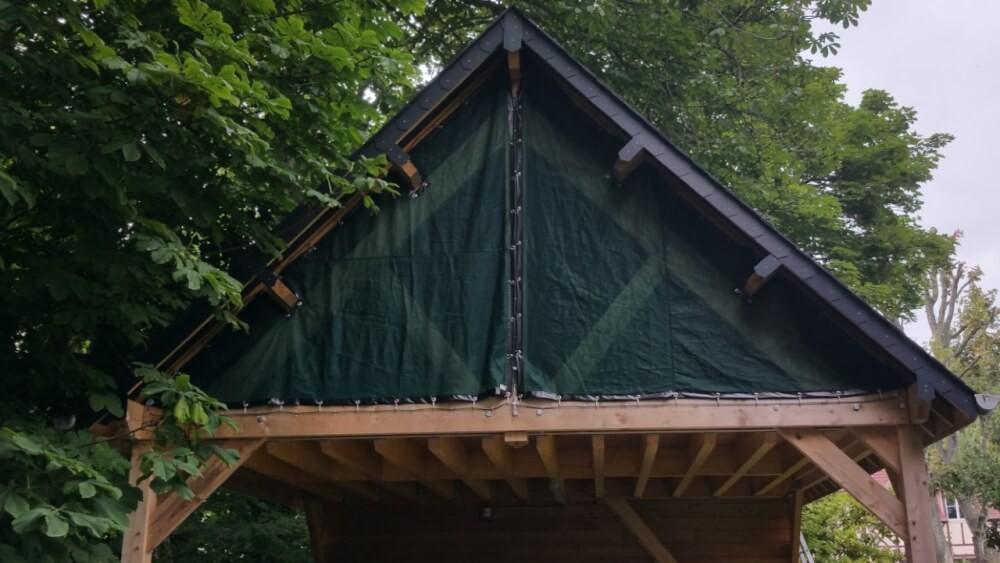Filet brise-vent protection toiture abris en bois