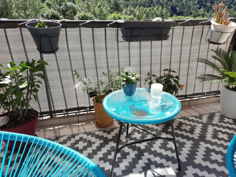Se prémunir du voisinage avec un filet brise-vue sur son balcon