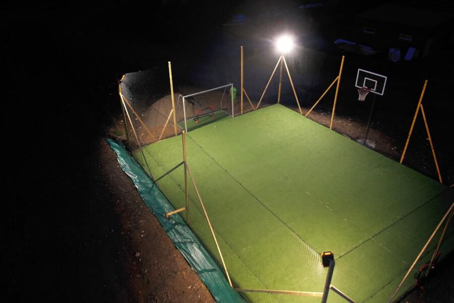 Filet pare-ballons pour mini terrain de sport fabrication maison